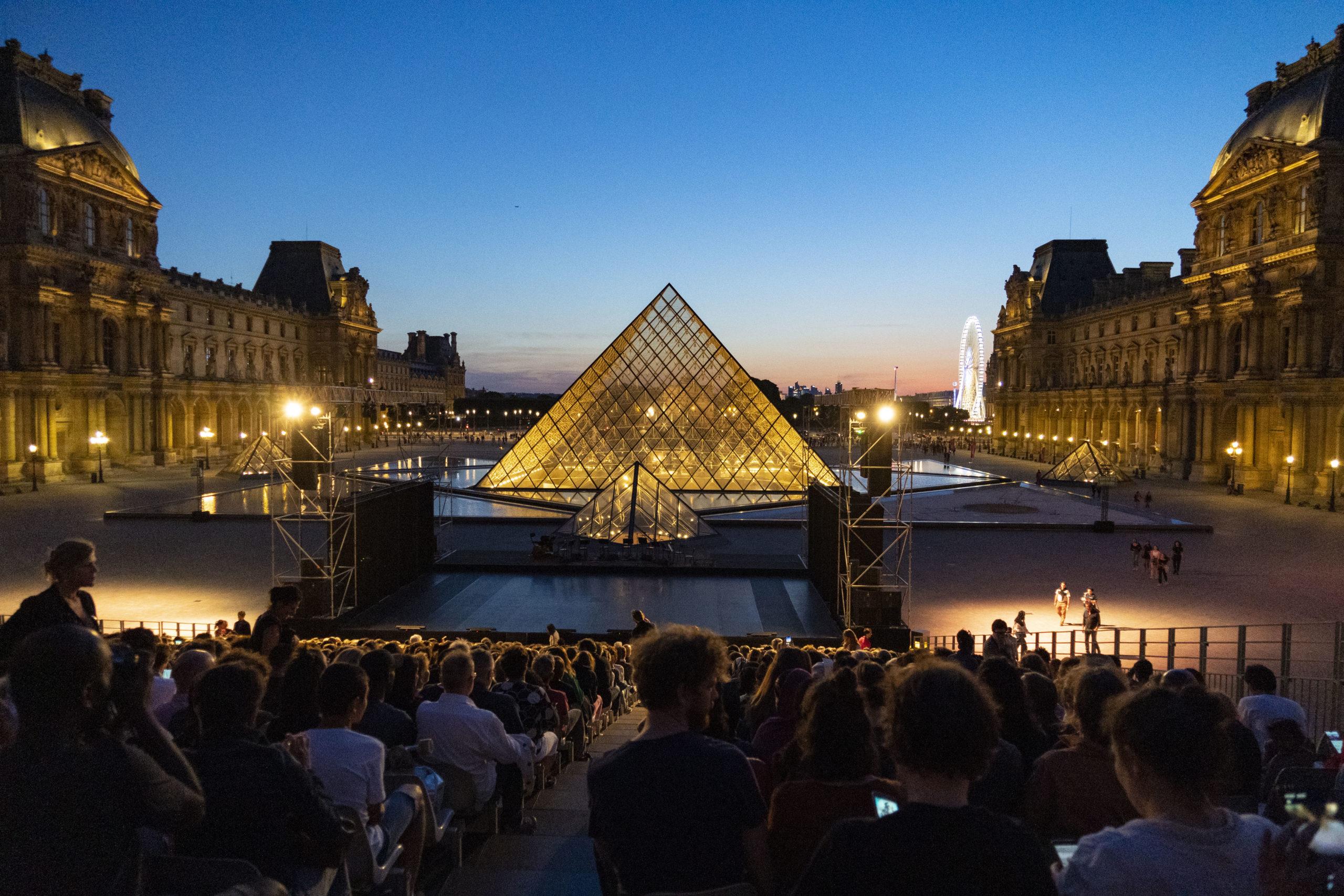 PARIS L'ÉTÉ – KADERATOU –  30 ans de le Pyramide du Louvre ©Gestuelle12